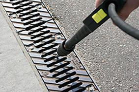 BIRCOeasyclean-Gonzo-Hochdruck-Reinigung-Entwaesserungsrinnen-Kaercher-Bild